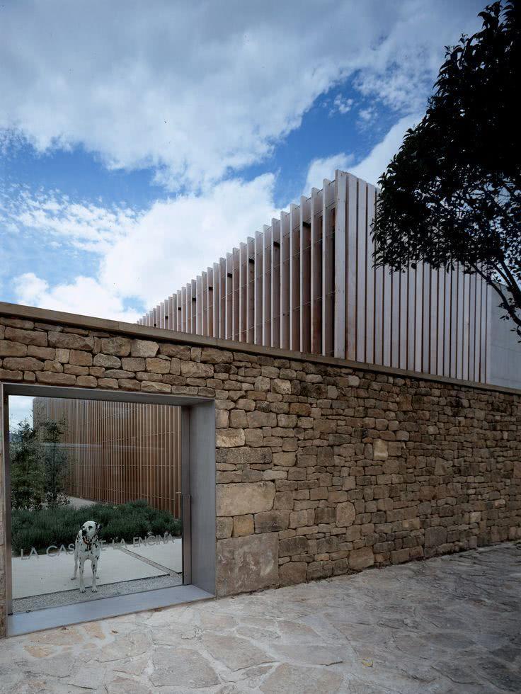 40 fachadas de casas com muros e port es para inspirar - Muro exterior casa ...