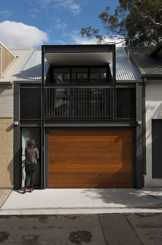 40 fachadas de casas com muros e port es para inspirar for Casa moderna black walnut luxury vinyl plank