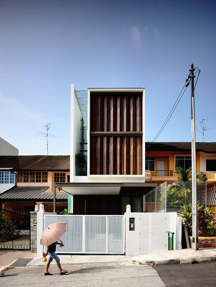 40 fachadas de casas com muros e port es para inspirar for Casas de madera shop