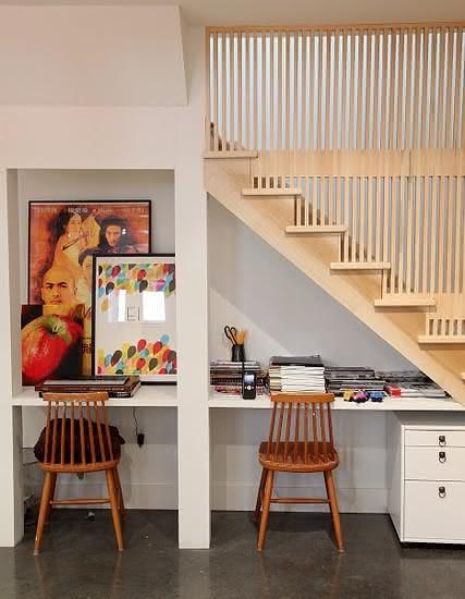 Medidas Ergonomicas Sala De Estar ~ Imagem 37 – Escada com apoio de bicicletas embaixo