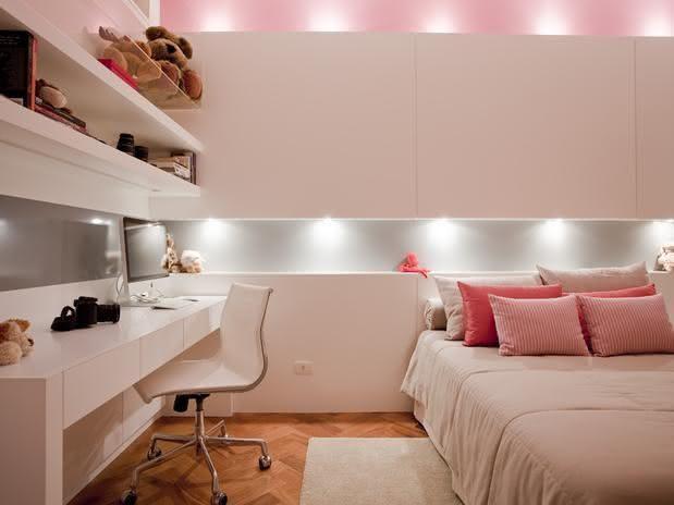 50 quartos de crian as com mesas de estudo decoradas for Recamaras rosas