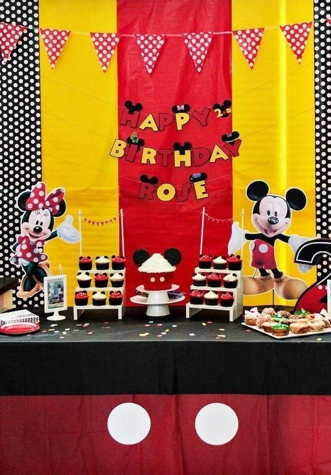 Vermelho, preto, amarelo e branco são as cores principais do tema.