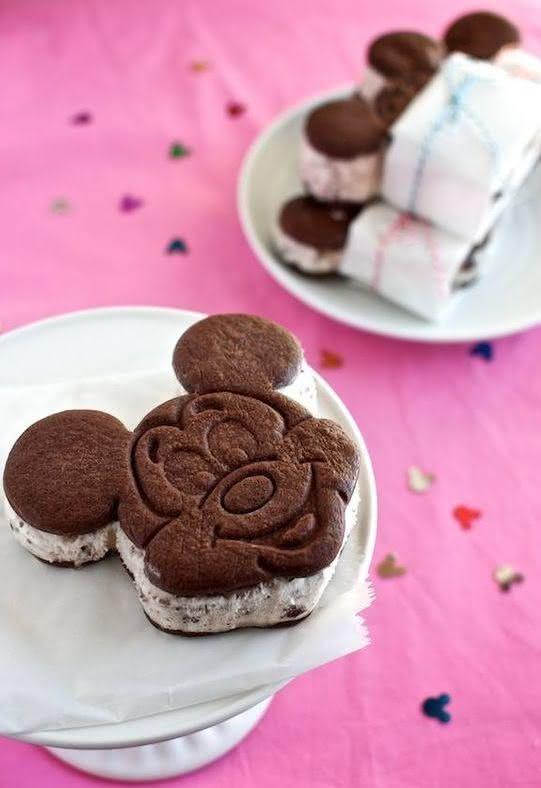 Que tal reproduzir o famoso sorvete da Disney para servir no aniversário?