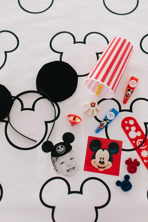 Desfrute da variedade de itens no mercado do Mickey e monte você mesma as lembrancinhas.