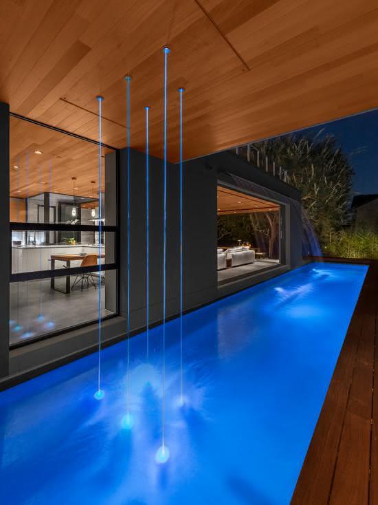 Cascata para piscina com jatos laminares