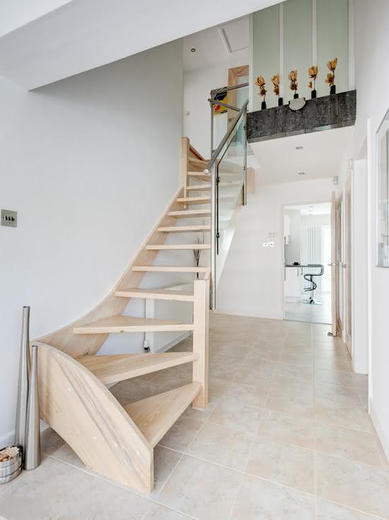 Escada de madeira em carvalho natural