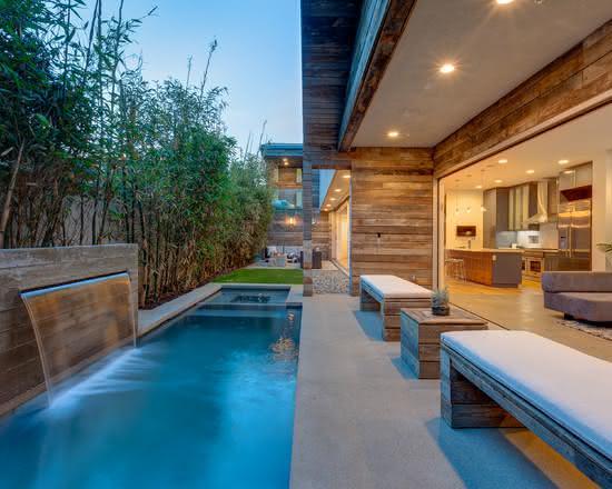 50 cascatas para piscinas com fotos para te inspirar for Piscinas grandes baratas
