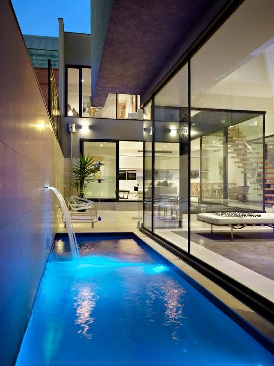 Cascata para piscina estreita