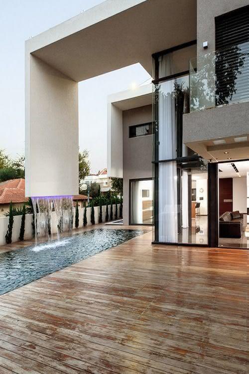 Cascata para piscina moderna