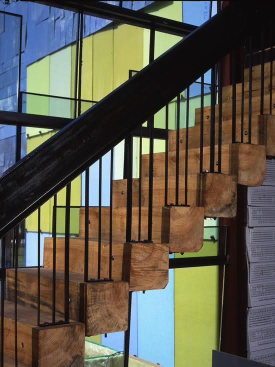 Escada com degraus em tora