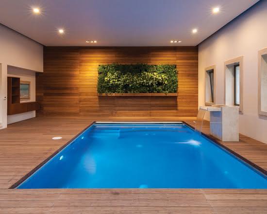 Cascata para piscina coberta