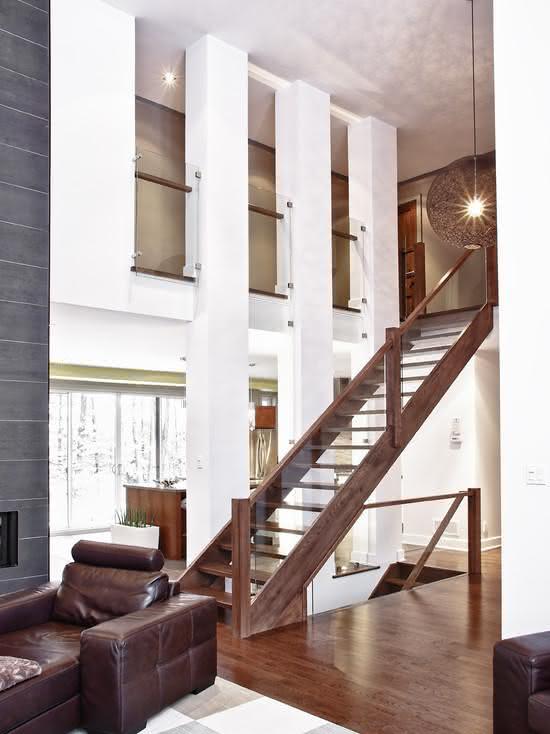 Escada de madeira ipê