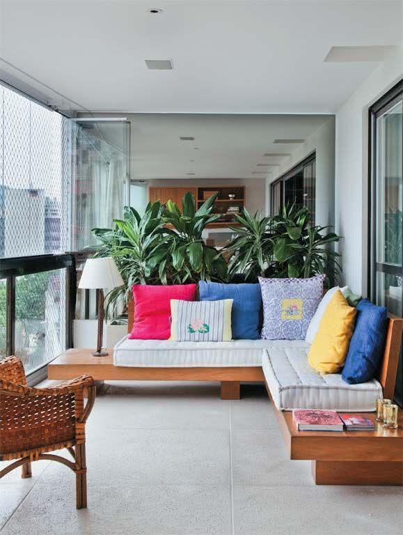 varandas sacadas e terracos para residencias : Imagem 84 ? Sacada com parede revestida em ladrilho hidr?ulico