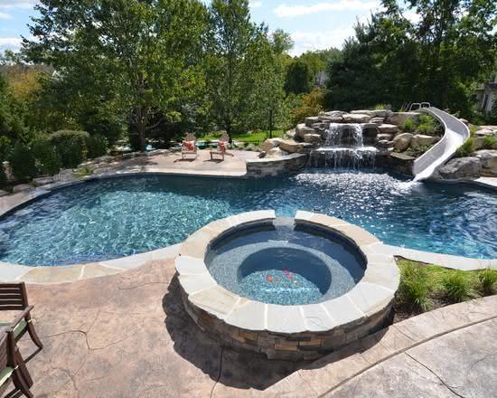 Cascata para piscina com tobogã