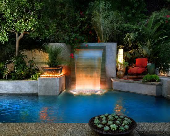 50 cascatas para piscinas com fotos para te inspirar for Gartenbeet modern