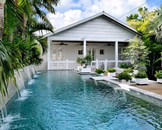 Cascata para piscina ampla