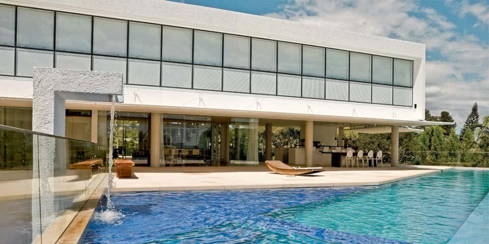 Cascata para piscina com fonte alta