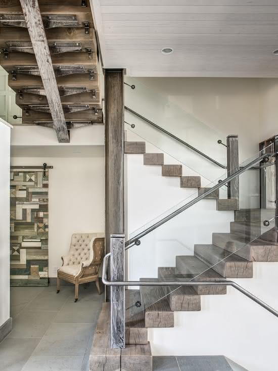 Escada de madeira de demolição