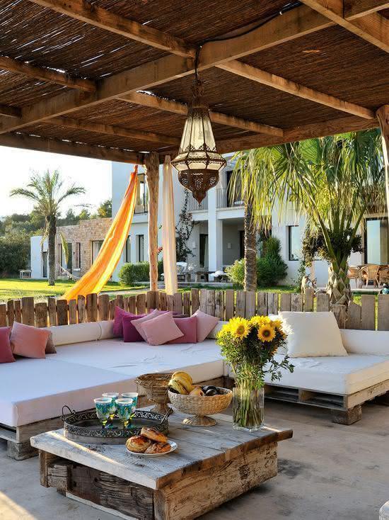 125 sof s de pallets de madeira criativos e passo a passo diy for Sofas para porches