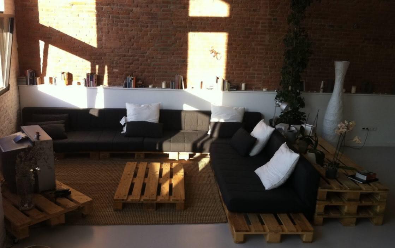 Sofá, mesa de centro e aparador de pallet