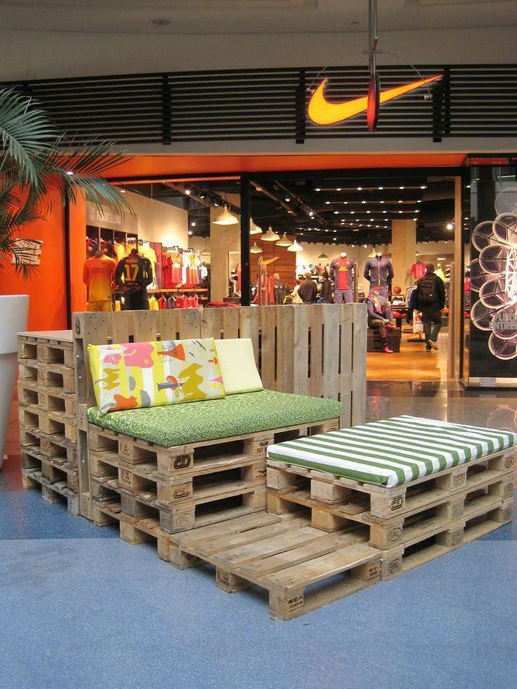 Mobiliário flexível com sofá de pallet