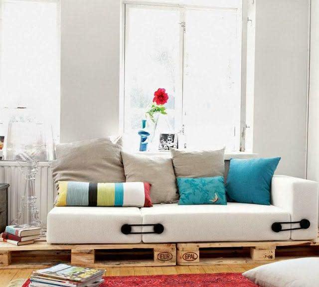 Sofá de pallet com almofadas mais altas