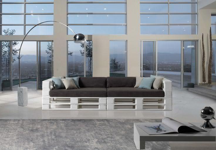 Sofá de pallet para sala moderna