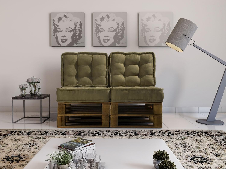 Sofá de pallet com almofadas verdes