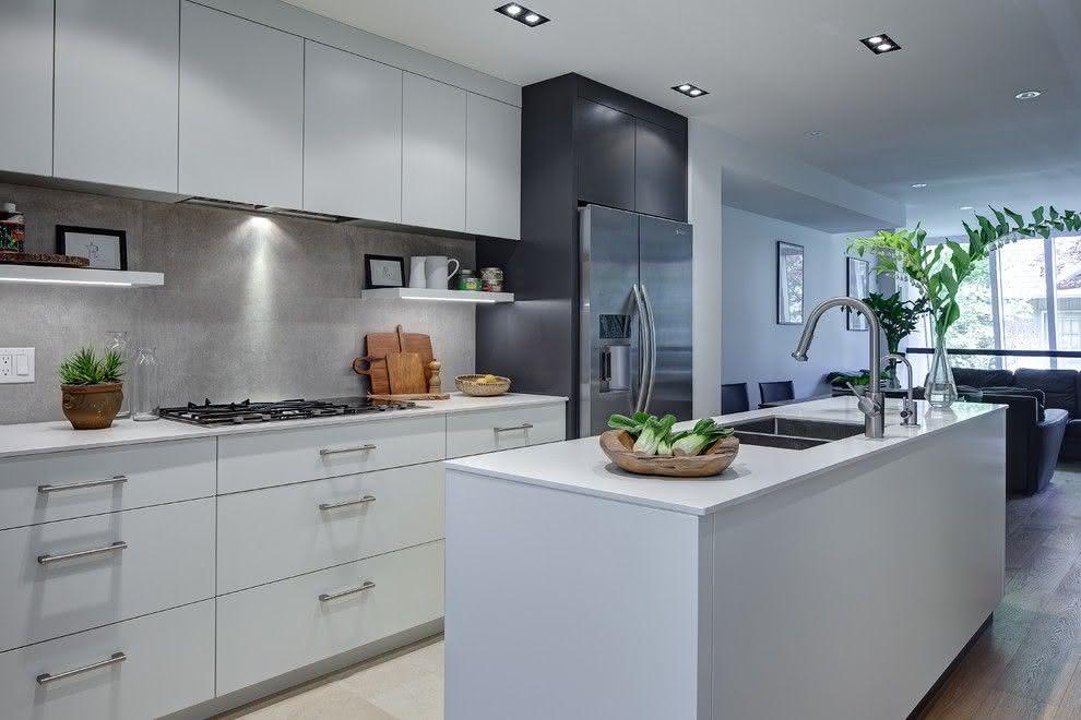 Cozinha moderna com ilha estreita
