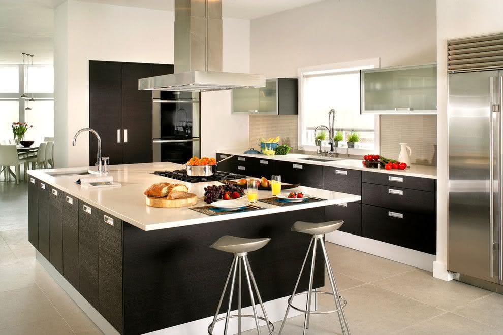 Cozinha Planejada  20170414cozinha-com-ilha-8-preta-e-branca