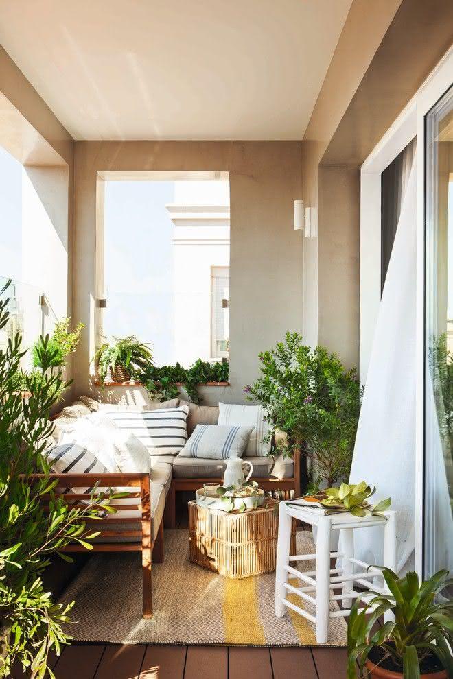 90 Varandas, Sacadas e Terraços para Resid u00eancias Fotos -> Decoração De Varanda Com Vasos De Plantas