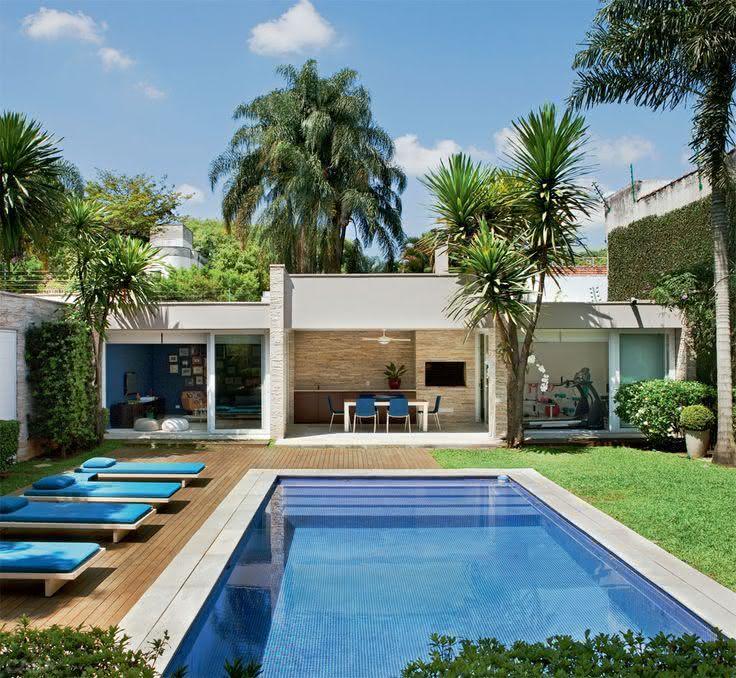 49 fotos de paisagismo para piscinas inspire se for Modelos de casas con piscina