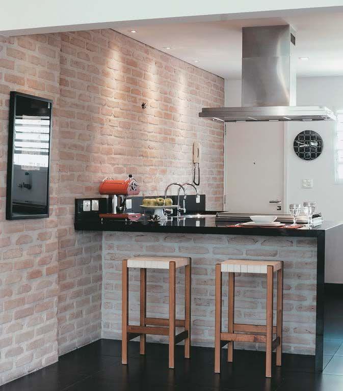 50 Paredes com Tijolinhos à Vista Inspiradoras # Bancada De Pia De Cozinha Rustica