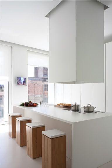 Proposta de cozinha com ilha central no estilo minimalista