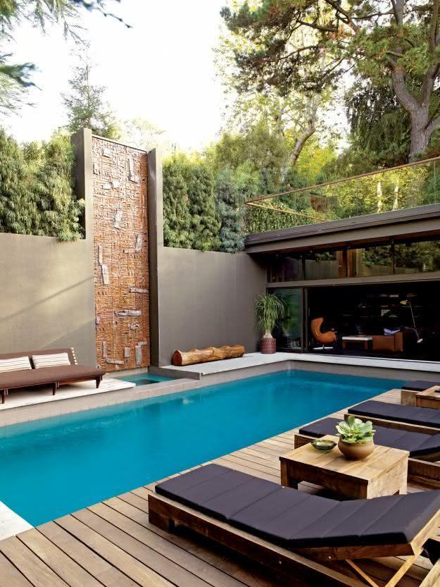49 fotos de paisagismo para piscinas inspire se - Fotos de casas con piscinas pequenas ...