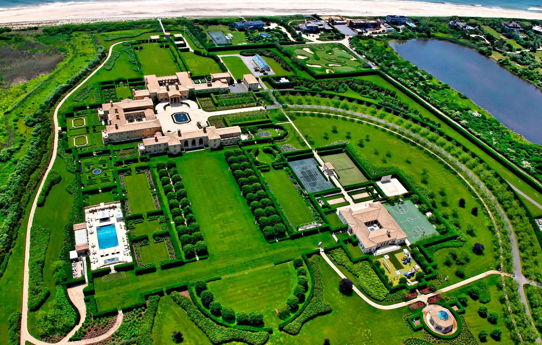 The Chinese billionaire built 258 luxurious villas as a gift to his fellow villagers, but because of greed no one lives there 1