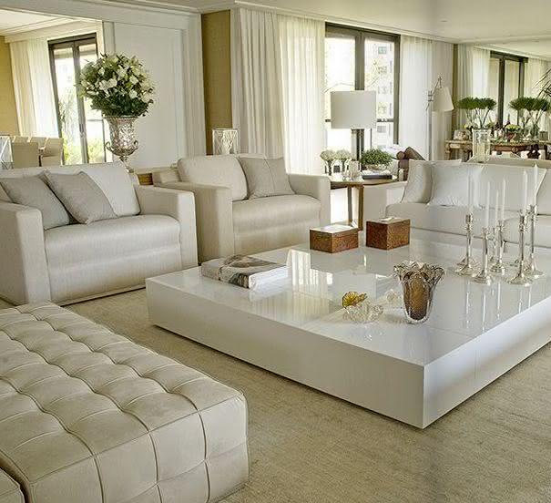 Living Room Sala De Estar ~  22 – Abajur branco compondo com dupla de poltronas na sala de estar