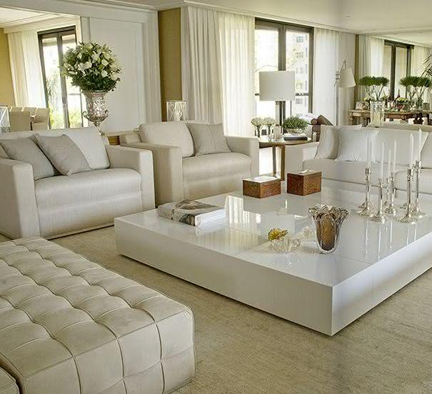 decorar sala branca: 22 – Abajur branco compondo com dupla de poltronas na sala de estar