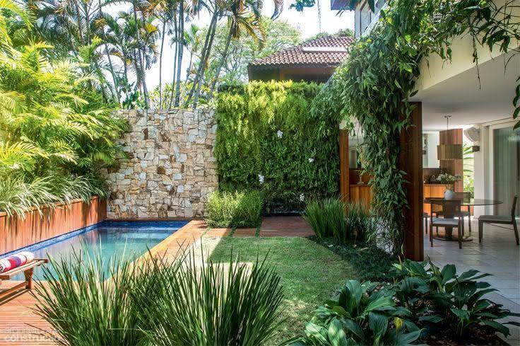 49 fotos de paisagismo para piscinas inspire se for Plantas para piscinas