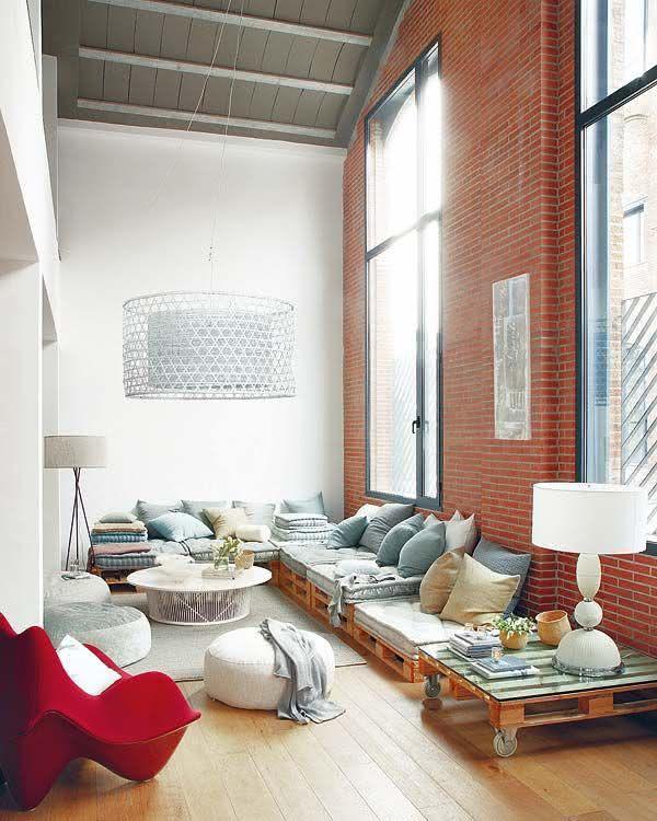 Sofá de pallet para sala de estar ampla