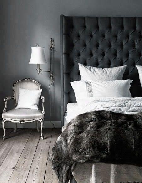 Quarto de casal com itens decorativos cinza e preto