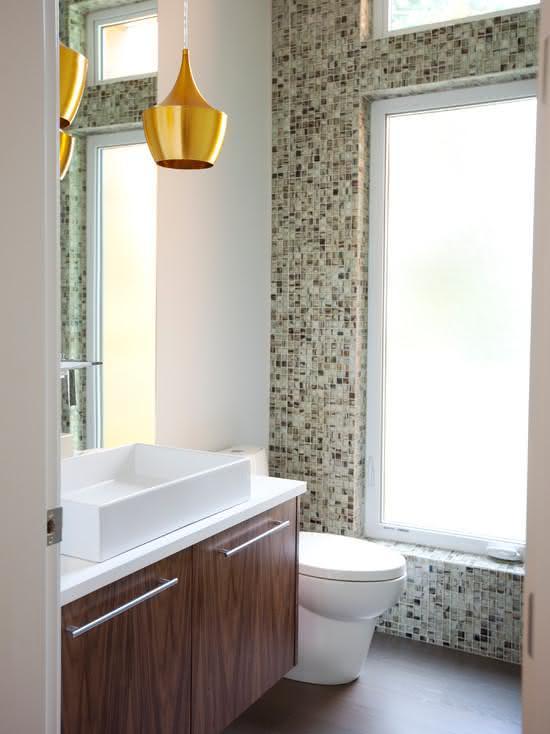 Pin Pastilhas Em Tons Claros Conferem Cor E Diversão A Banheiro Porthus on P -> Banheiro Com Faixa De Pastilha Atras Do Vaso