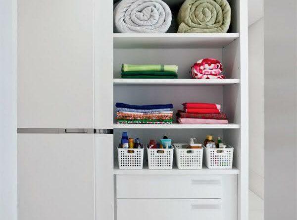 Como organizar o guarda-roupa: 55 dicas incríveis