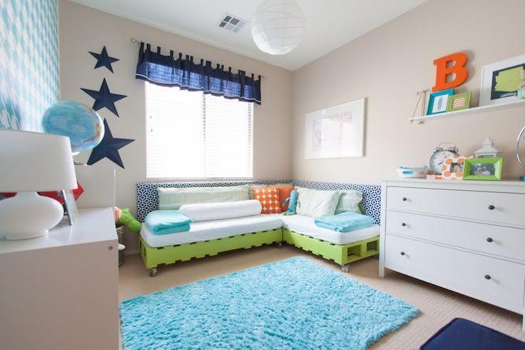 Sofá de pallet para quarto de bebê