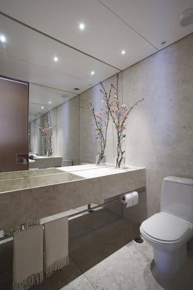 50 Lavabos Modernos Lindos para te Inspirar  Fotos -> Banheiro Pequeno Com Espelho Ate O Teto
