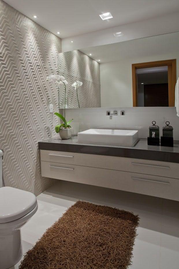 decoracao lavabo branco:Imagem 8 – Lavabo com parede de azulejo preto e branco