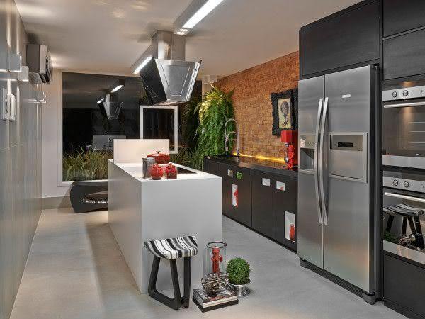 Projeto com ilha central para cozinhas pequenas
