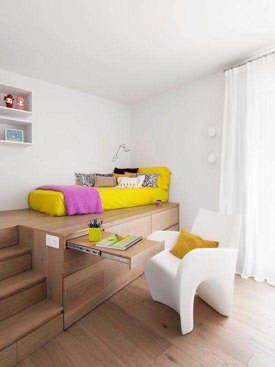 Projeto diferenciado com colchão acima do móvel.