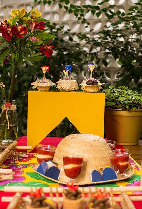 Canecas de bronze para decoração de festa junina