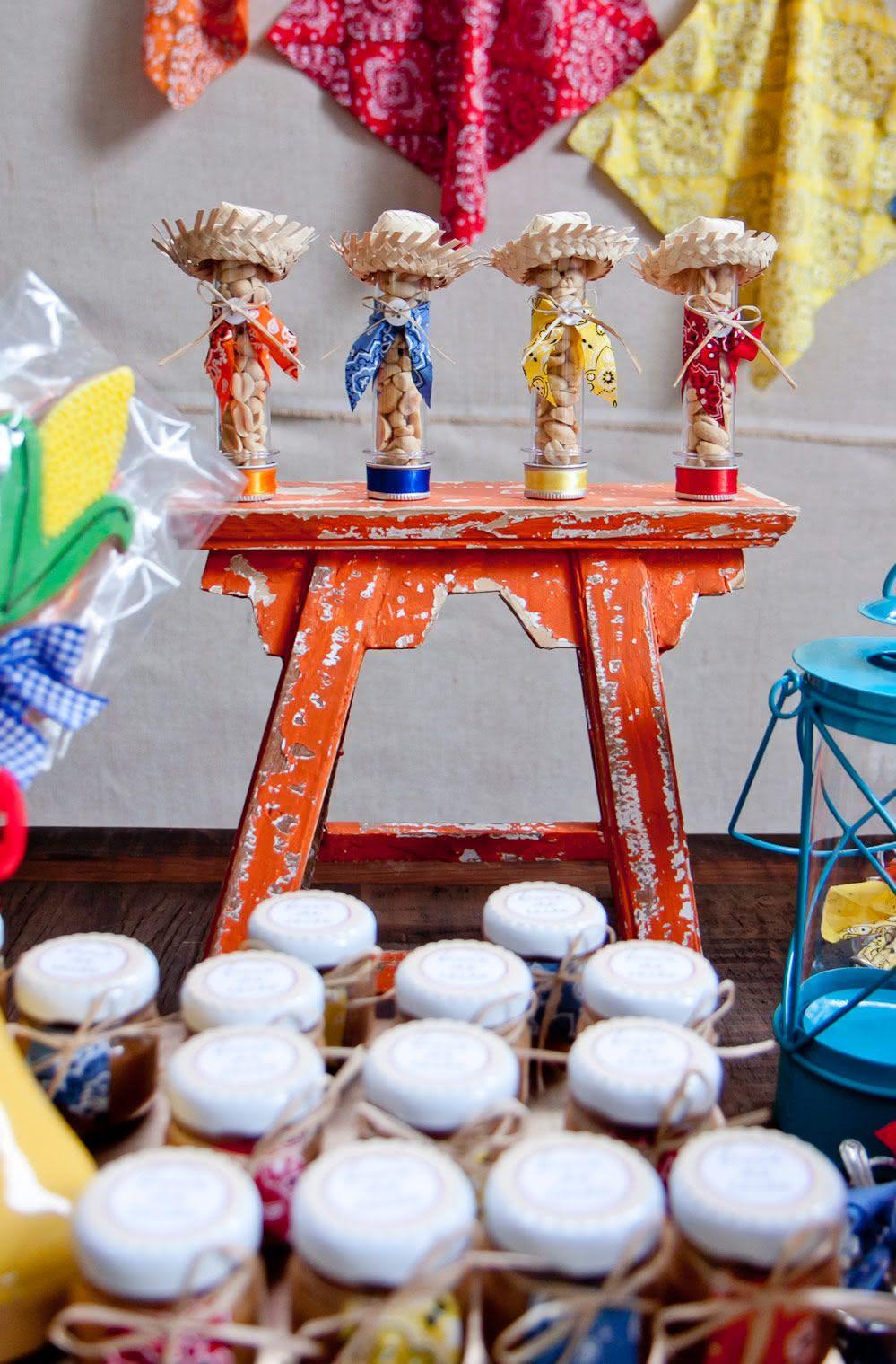 70 Ideias para uma Decoraç u00e3o de Festa Junina Incrível -> Decoração De Mesa Para Festa Junina Simples
